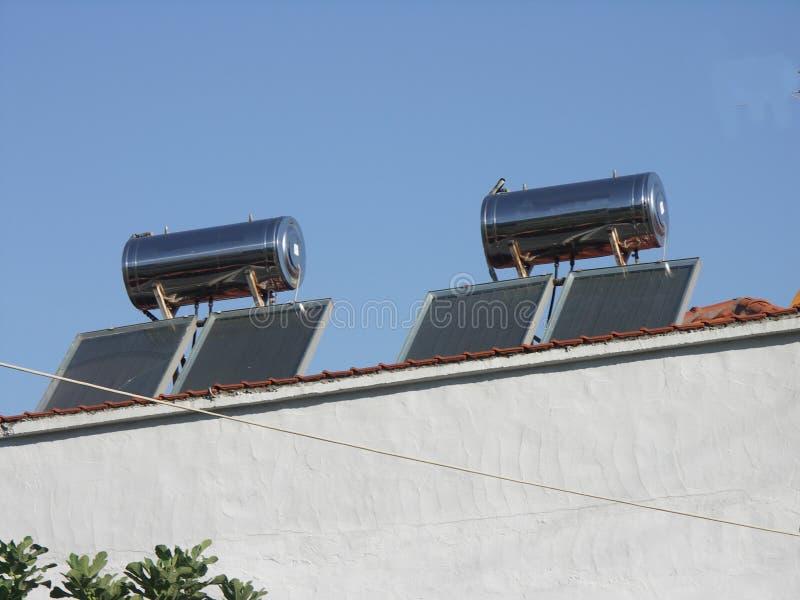 太阳电池板和锅炉在斯塔夫罗斯,希腊 免版税库存照片