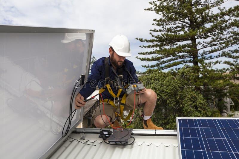 太阳电池板技术员 库存照片