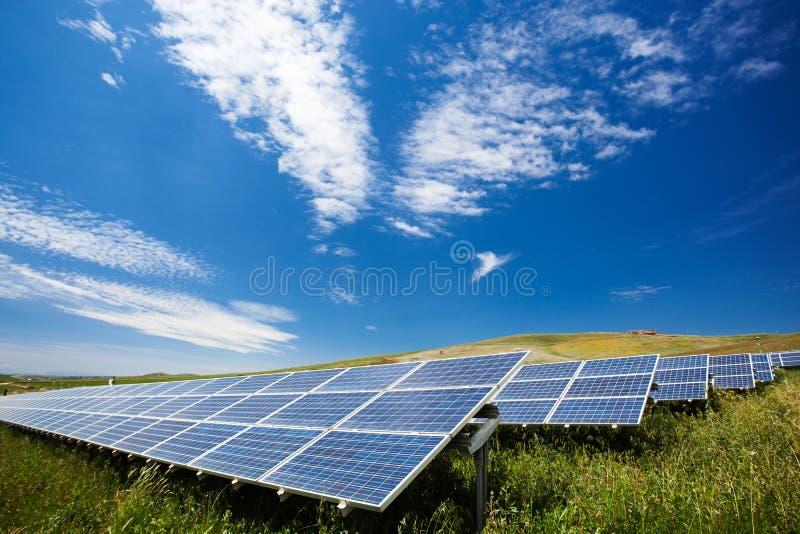 太阳电池板领域 免版税库存图片