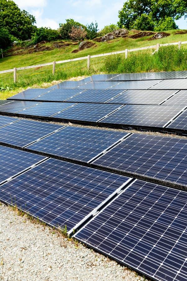 太阳电池板,供选择的电来源,金钱的力量 免版税图库摄影