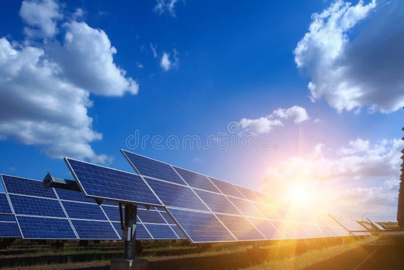 太阳电池板,供选择的电来源-能承受的资源的概念和这是可能引起的一个新的系统 免版税图库摄影