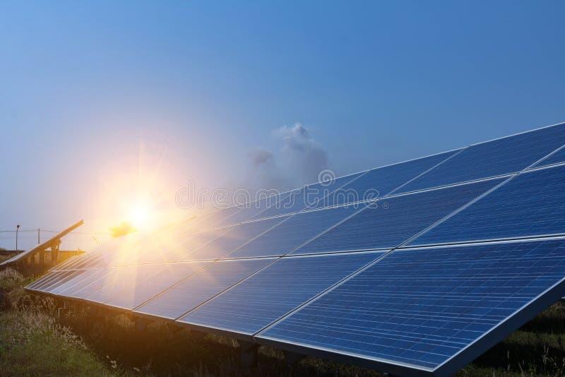 太阳电池板,供选择的电来源-能承受的资源的概念和这是可能引起的一个新的系统 免版税库存照片