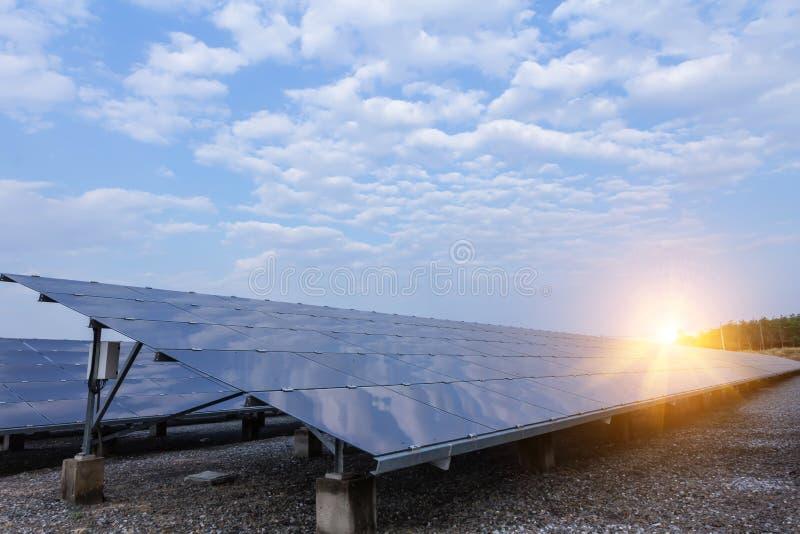 太阳电池板,供选择的电来源-能承受的资源的概念和这是太阳电池板单音类型 免版税库存图片
