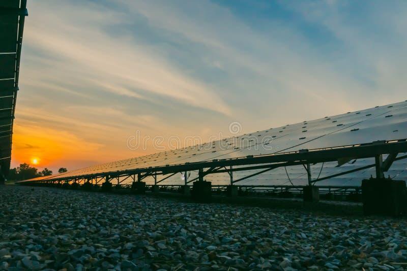 太阳电池板,供选择的电来源-能承受的资源的概念和这是太阳电池板单音类型 图库摄影