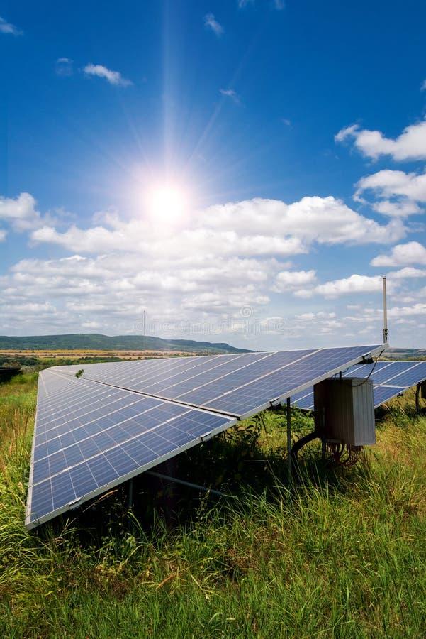 太阳电池板,光致电压的-供选择的电来源-垂直的取向 免版税库存图片