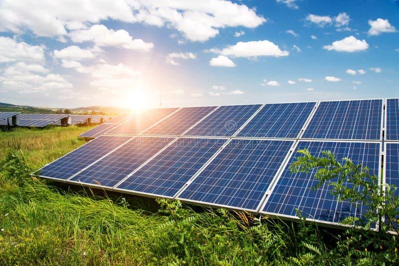 太阳电池板,光致电压,供选择的电来源 免版税库存图片
