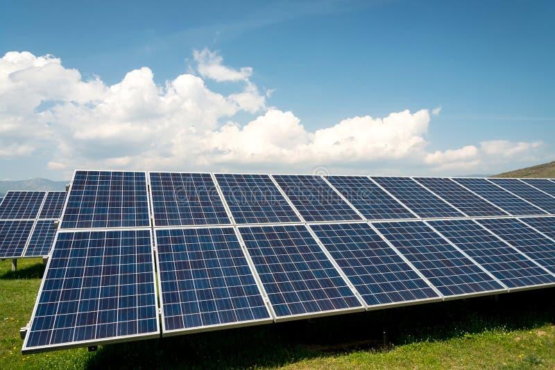 太阳电池板,光致电压,供选择的电来源 库存照片