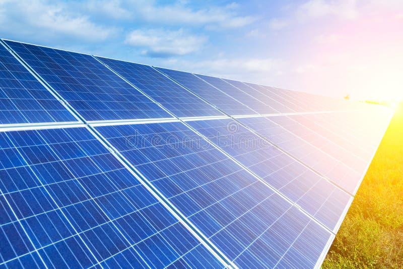 太阳电池板,环境光致电压,其来源f 免版税库存照片