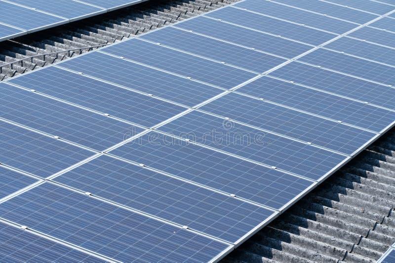 太阳电池的屋顶 免版税库存照片