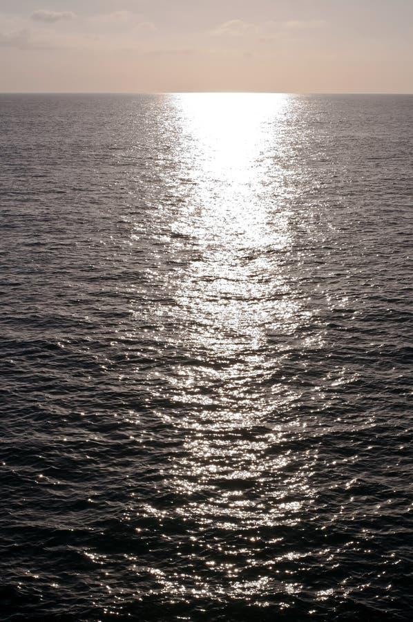 太阳的明亮的反射在太平洋的 免版税图库摄影