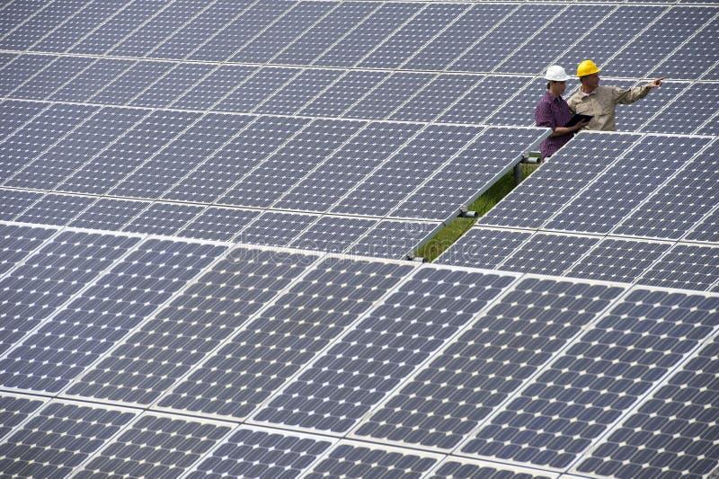 太阳能岗位的技术人员 库存照片