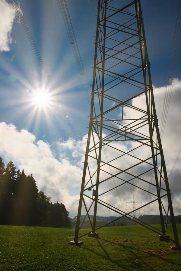 太阳能:高压定向塔 库存照片