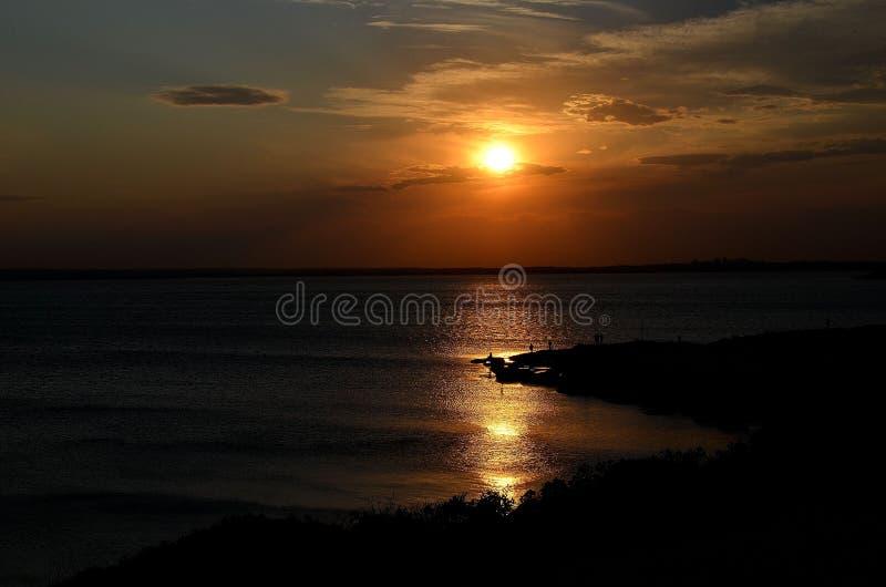 太阳设置了在海滩 免版税图库摄影