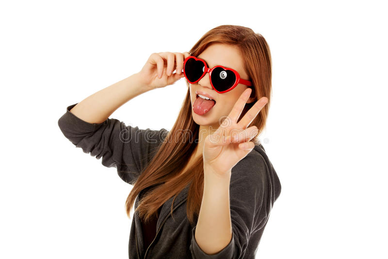 太阳镜少年佩带的妇女年轻人 库存图片