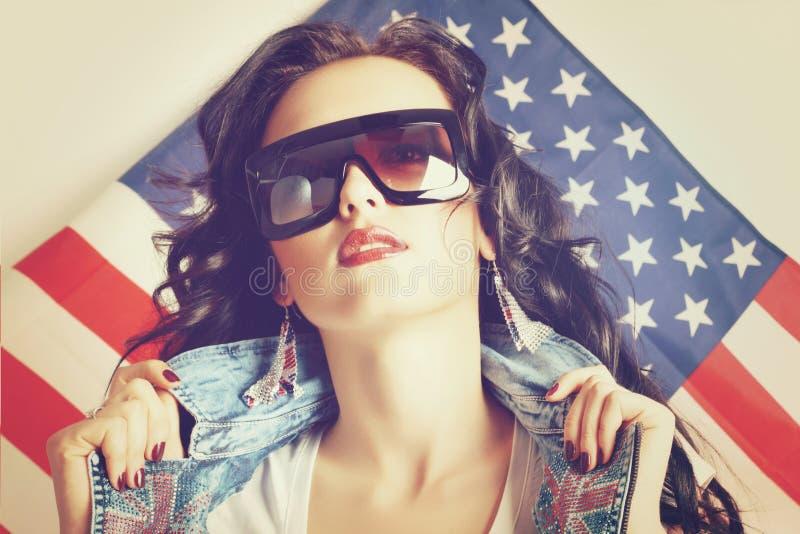 太阳镜的妇女 免版税库存图片
