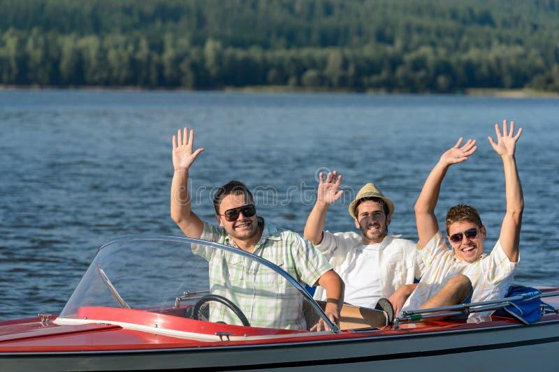 集会在速度小船的快乐的年轻人 免版税库存图片