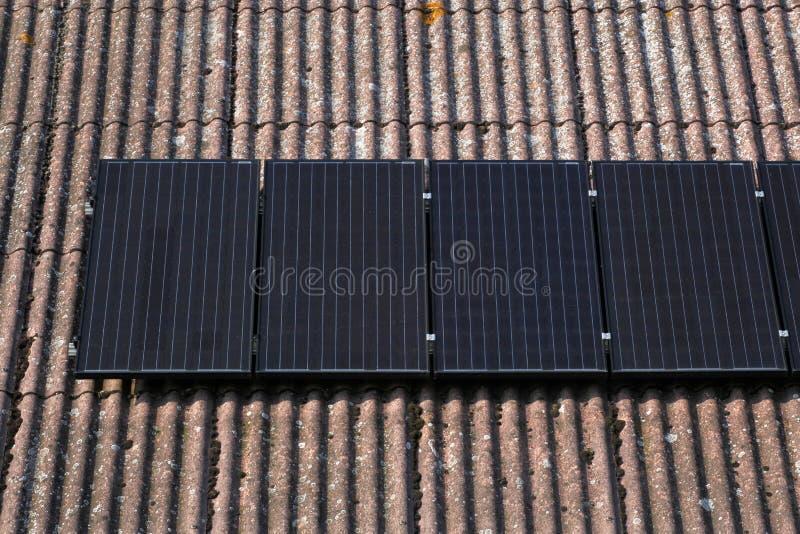 太阳面板的屋顶 免版税图库摄影