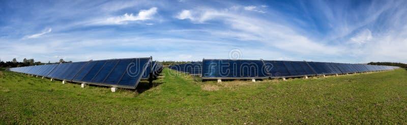 太阳水加热系统,伟大的标度 免版税库存照片