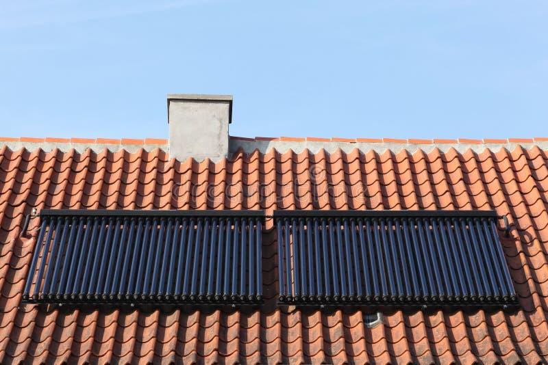 太阳玻璃管热水盘区 图库摄影