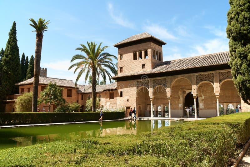 夫人在格拉纳达耸立(Torre de las Damas) 免版税库存图片