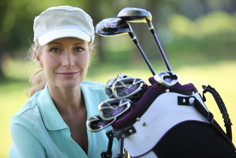 夫人高尔夫球运动员 免版税库存图片