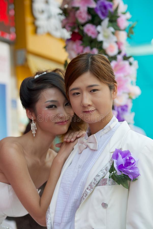 夫妇中国女孩摆在 免版税库存照片