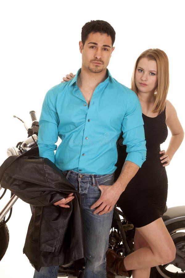夫妇举行夹克立场摩托车 免版税图库摄影