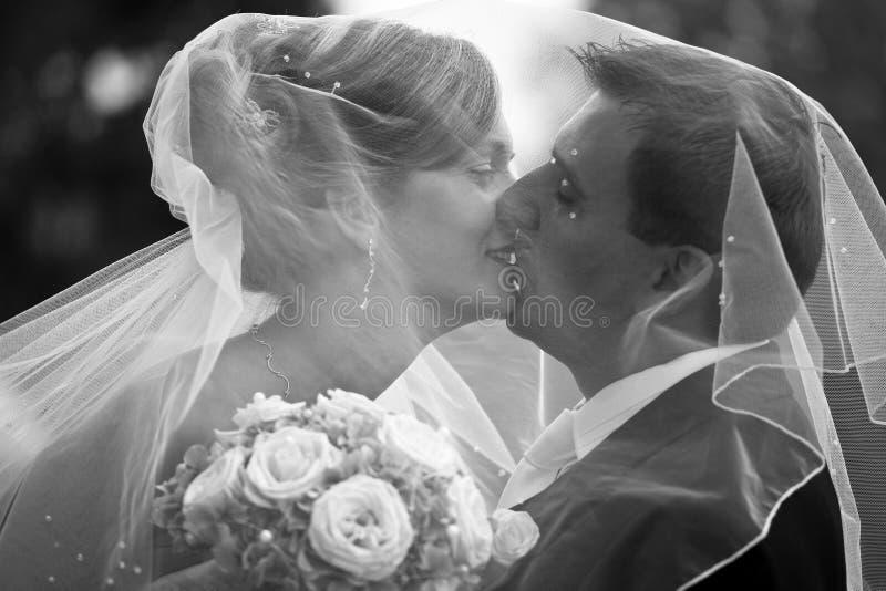 夫妇减速火箭的婚礼 免版税图库摄影