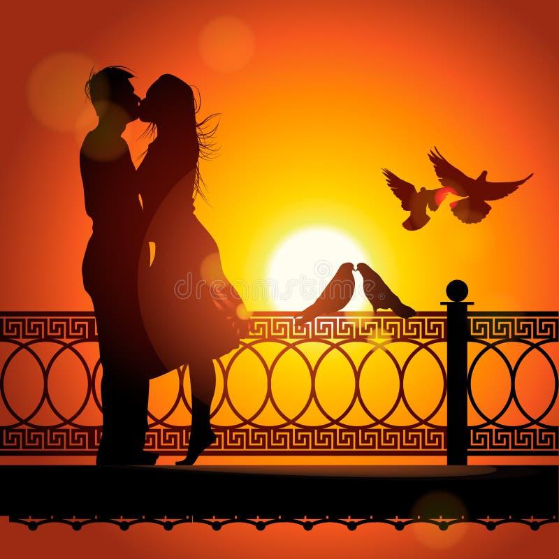 夫妇剪影在亲吻在日落的爱的 皇族释放例证