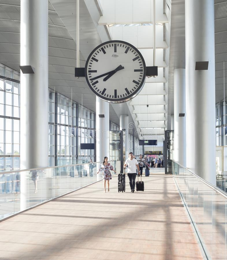夫妇卡斯特鲁普机场大厅哥本哈根 免版税库存图片