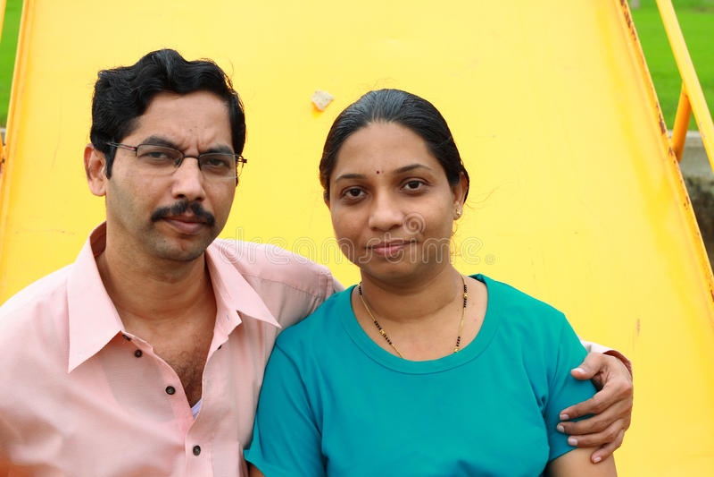 夫妇印第安现代摆在 免版税库存图片