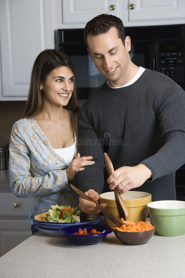 夫妇厨房 免版税库存照片