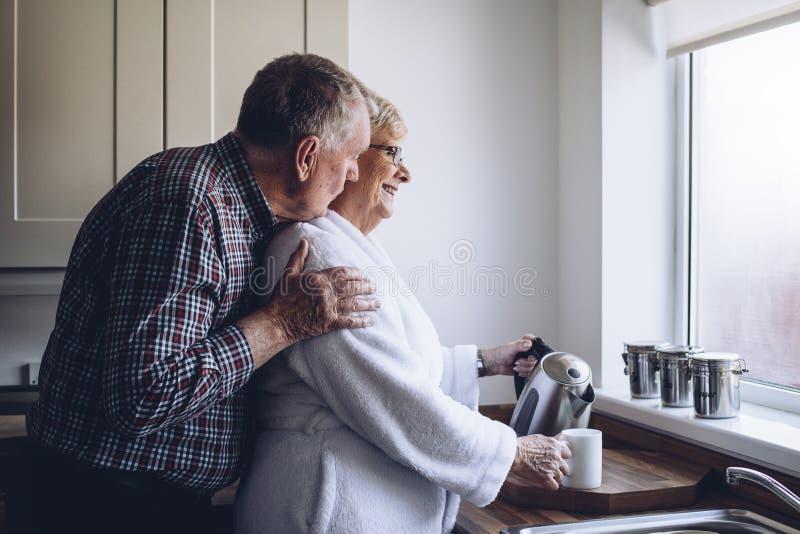 夫妇回家前辈 库存图片