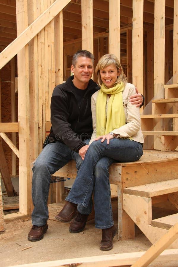 夫妇回家新他们 免版税图库摄影