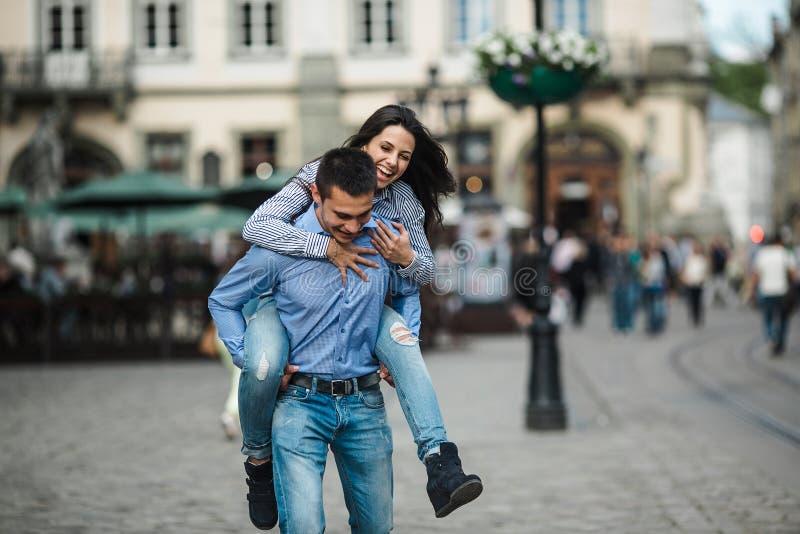 夫妇在城市 库存照片