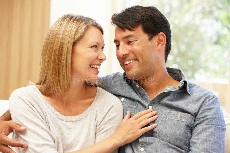夫妇在家画象 图库摄影