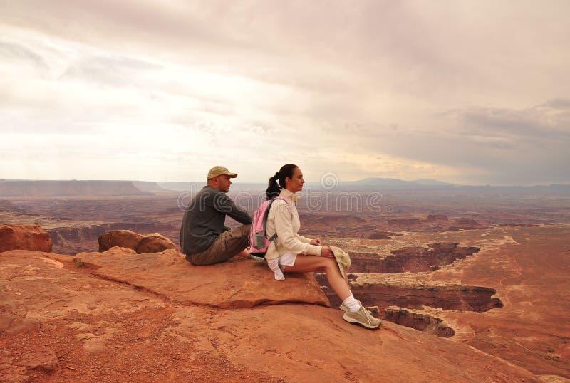 夫妇在峡谷地国家公园 免版税库存图片