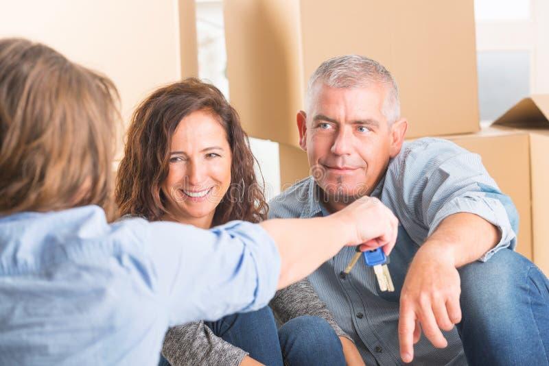 夫妇在新的家 免版税库存图片