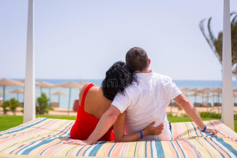 夫妇在红海的浪漫假日 库存照片
