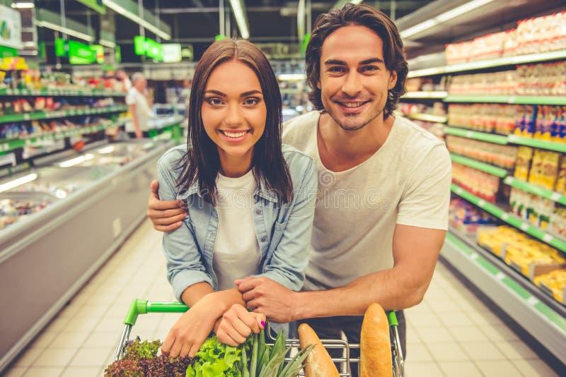 夫妇在超级市场 图库摄影