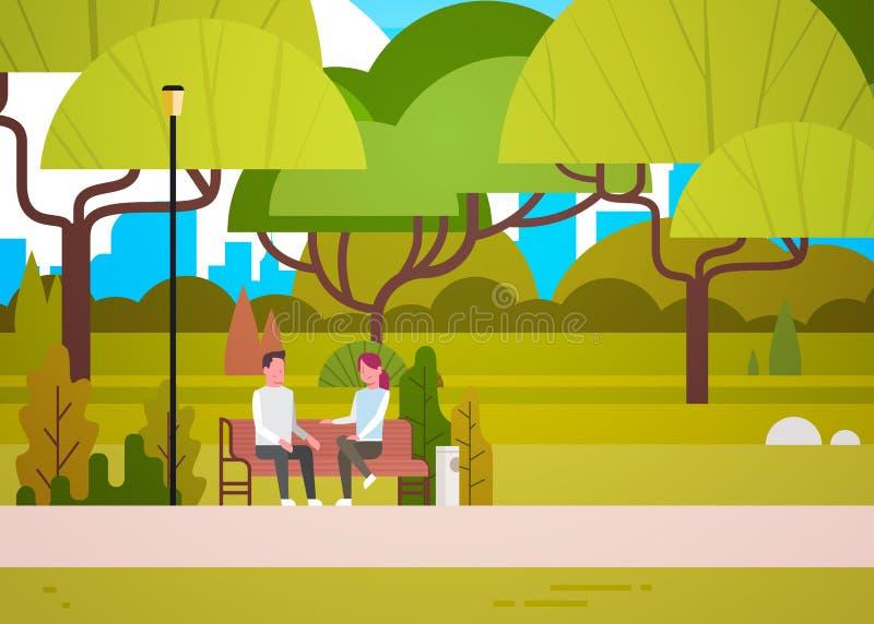 夫妇坐在放松在自然沟通的城市公园谈的男人和妇女的长凳 库存例证