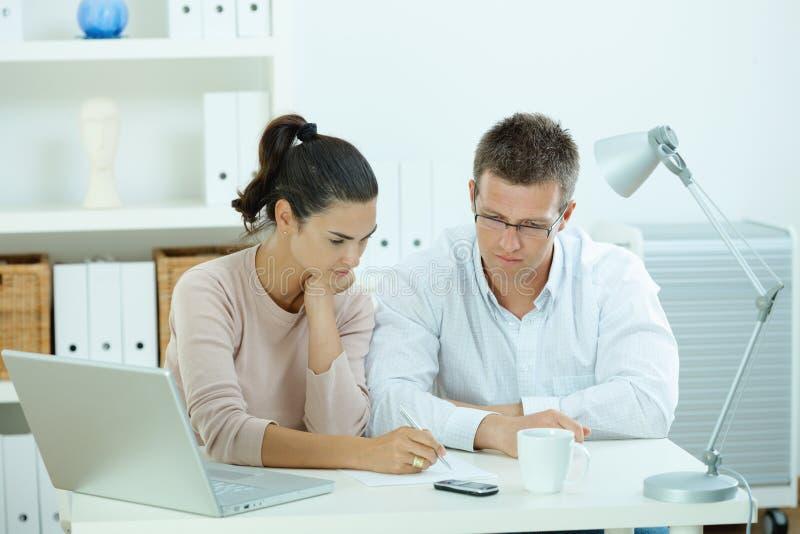 夫妇家庭工作 免版税图库摄影
