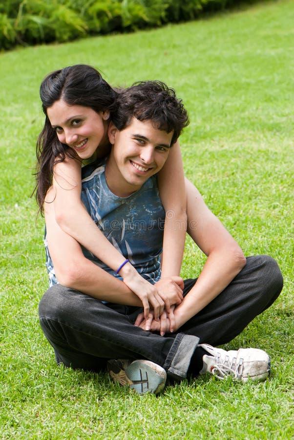 夫妇庭院夏天年轻人 图库摄影