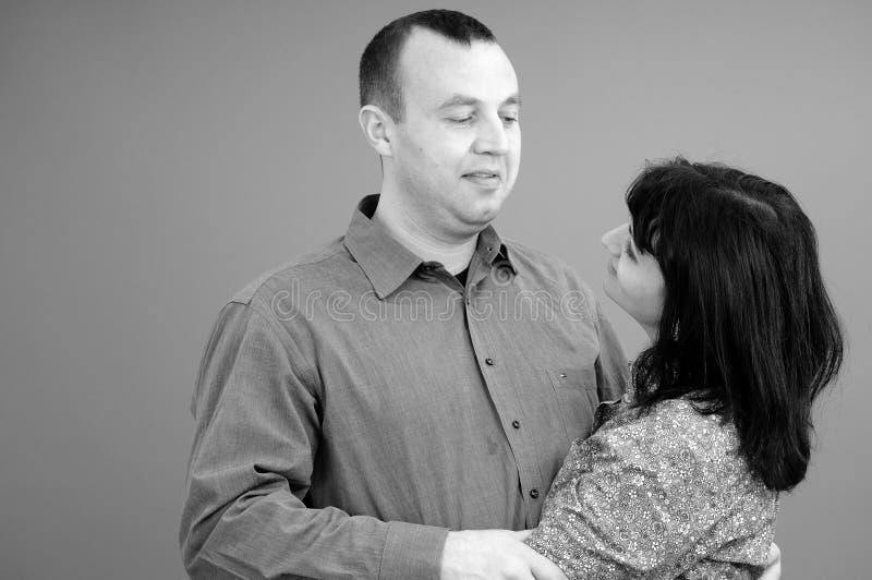 夫妇微笑的白色 免版税图库摄影