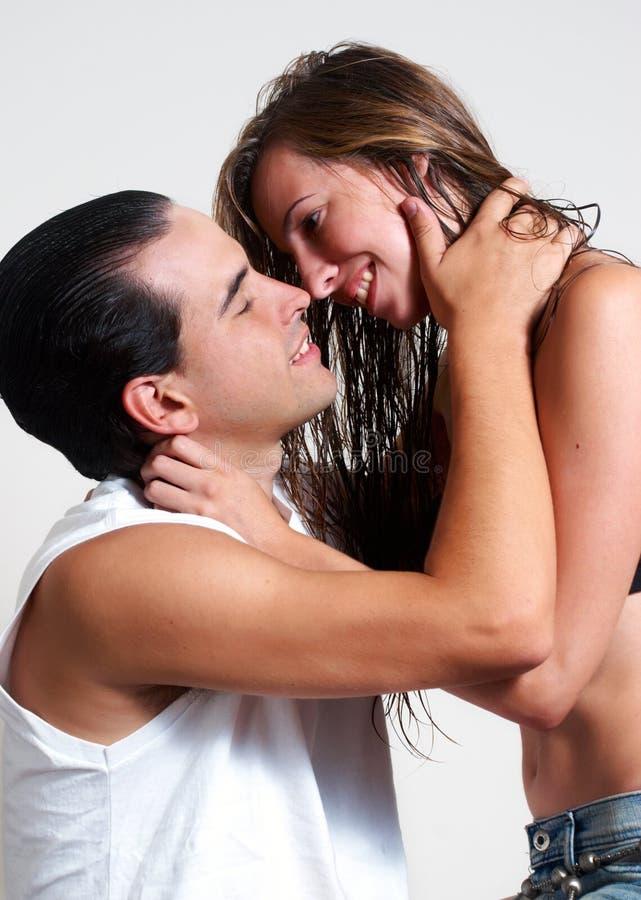 夫妇性交前的爱抚熟友年轻人 库存图片