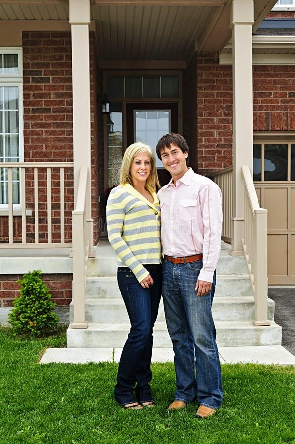 夫妇愉快的家 库存照片