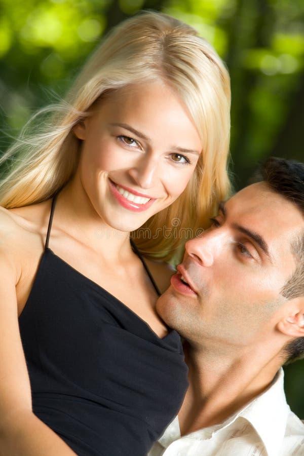 夫妇愉快的年轻人 库存图片