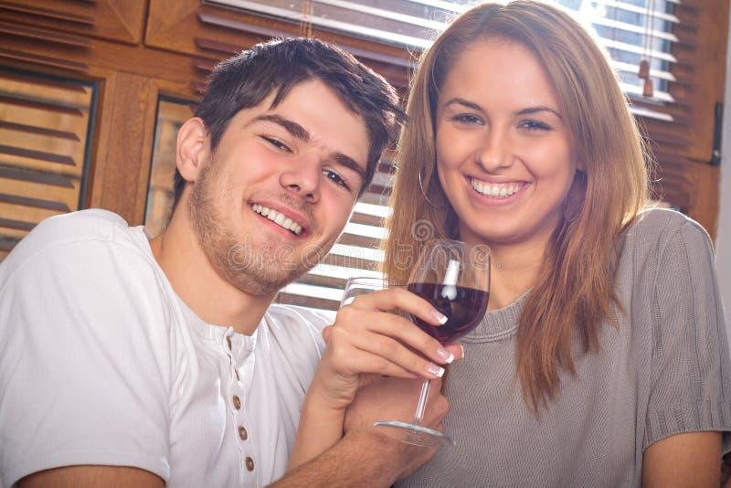 夫妇愉快的年轻人 免费图库摄影