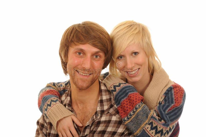 夫妇愉快的拥抱的年轻人 库存图片