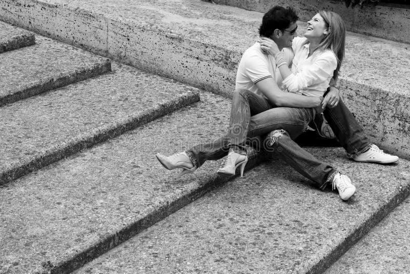 夫妇愉快的爱年轻人 免版税图库摄影